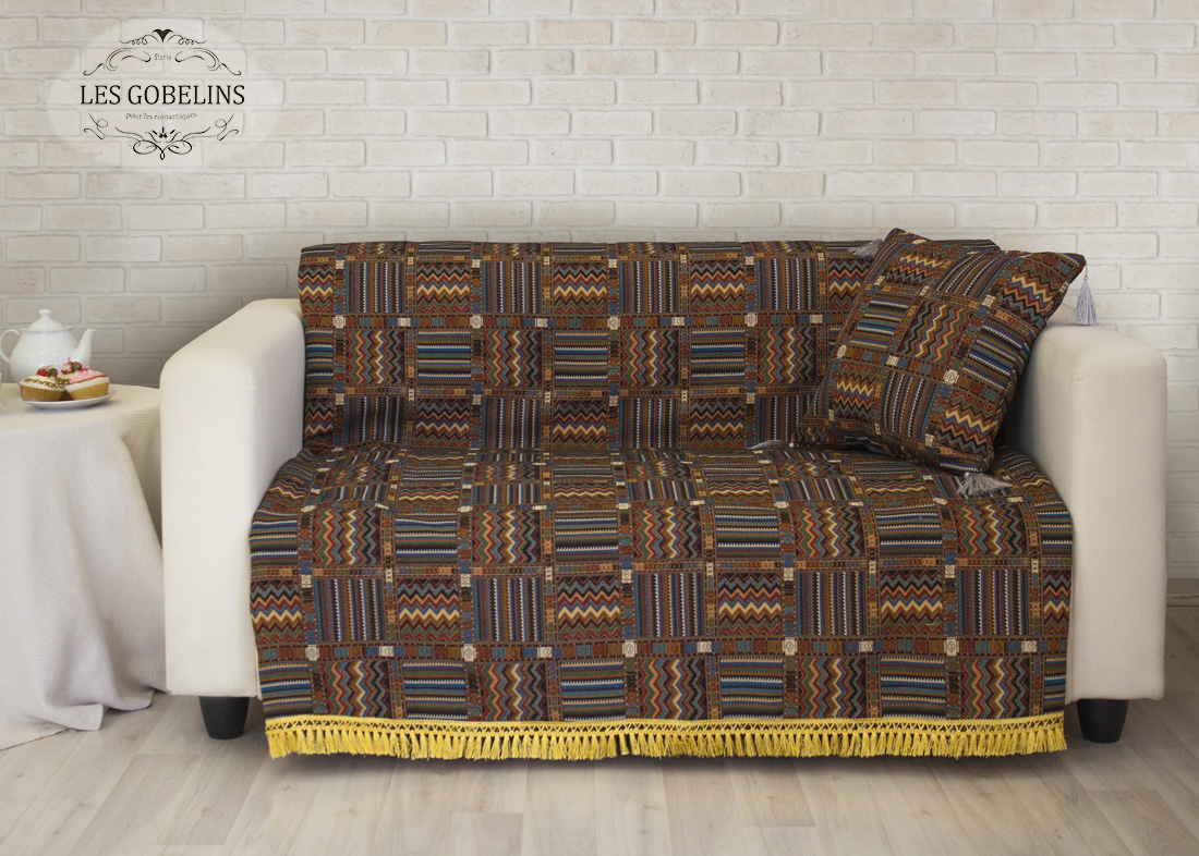 Покрывало Les GobelinsПокрывала<br>Производитель: Les Gobelins<br>Страна производства: Россия<br>Полутороспальная накидка на диван.<br>Материал: Гобелен<br>Состав материала: Хлопок - 60 %, Полиэстер - 40 %<br>Размер (Ширина х Длина): 150х220 см<br>Упаковка: Полиэтиленовый пакет с клейким клапаном и бумажным вкладышем с информацией о продукте.<br><br>Накидка украшена по краю бахромой (с четырех сторон).<br>Декоративные наволочки в комплекте не идут.<br>Расположение рисунка на накидке соответствует фотографии.<br><br>Тип: покрывало<br>Размерность комплекта: 1.5-спальное<br>Материал: Гобелен<br>Размер наволочки: None<br>Подарочная упаковка: None<br>Для детей: нет<br>Ткань: Гобелен<br>Цвет: None
