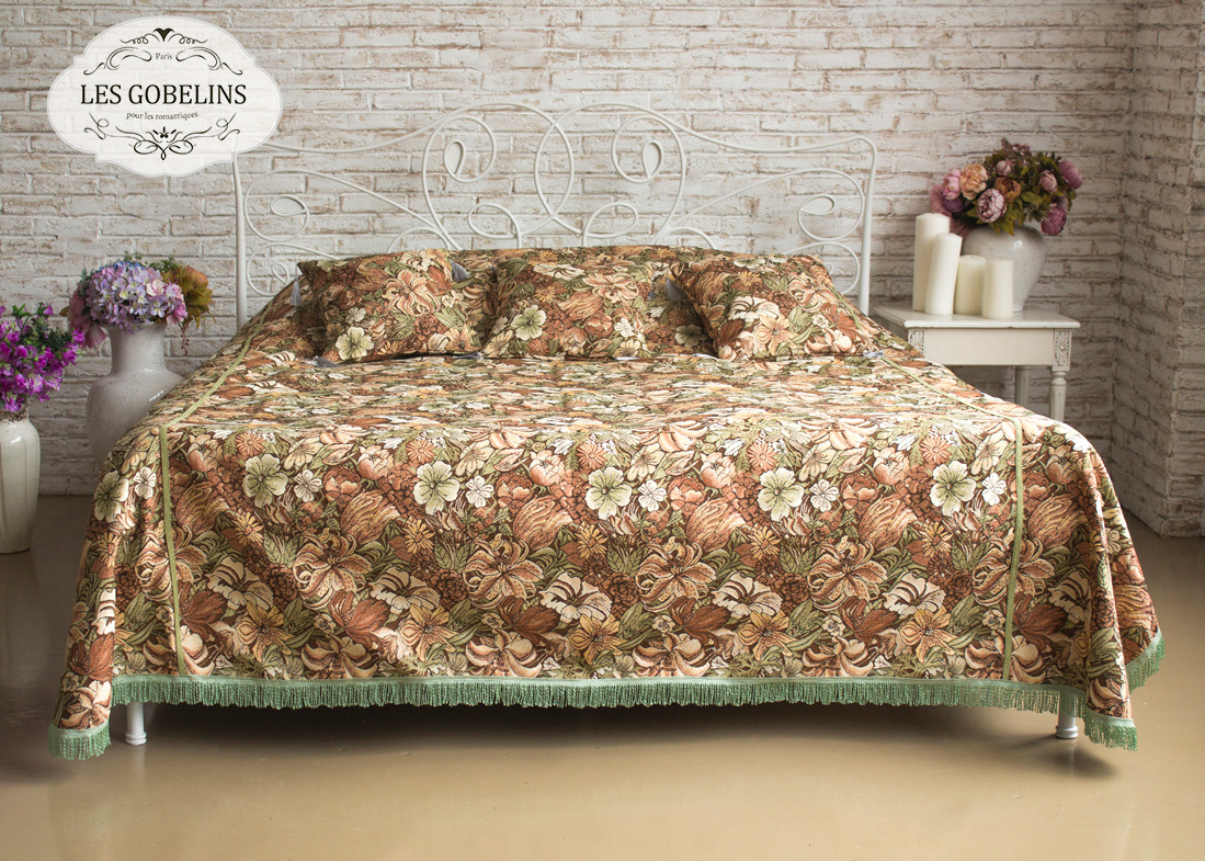 где купить  Покрывало Les Gobelins Покрывало на кровать Art Nouveau Lily (210х230 см)  по лучшей цене