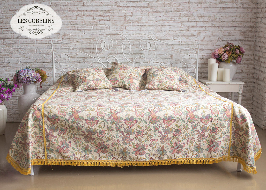 где купить  Покрывало Les Gobelins Покрывало на кровать Loche (240х230 см)  по лучшей цене