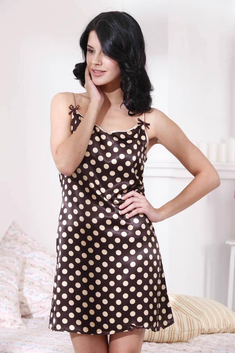 Ночные сорочки EvaTeksСорочка женская<br>Размер: L<br> (48)<br>Материал изделия: Искусственный шелк<br>Тип застежки: Нет<br>Отделка: Кант, Лента<br><br>Производитель: EvaTeks<br>Cтрана производства: Россия<br><br>Тип: Ночные сорочки<br>Размерность комплекта: Ночные сорочки<br>Материал: Искусственный шелк<br>Размер наволочки: None<br>Подарочная упаковка: Ночные сорочки<br>Для детей: Ночные сорочки<br>Ткань: Искусственный шелк<br>Цвет: None