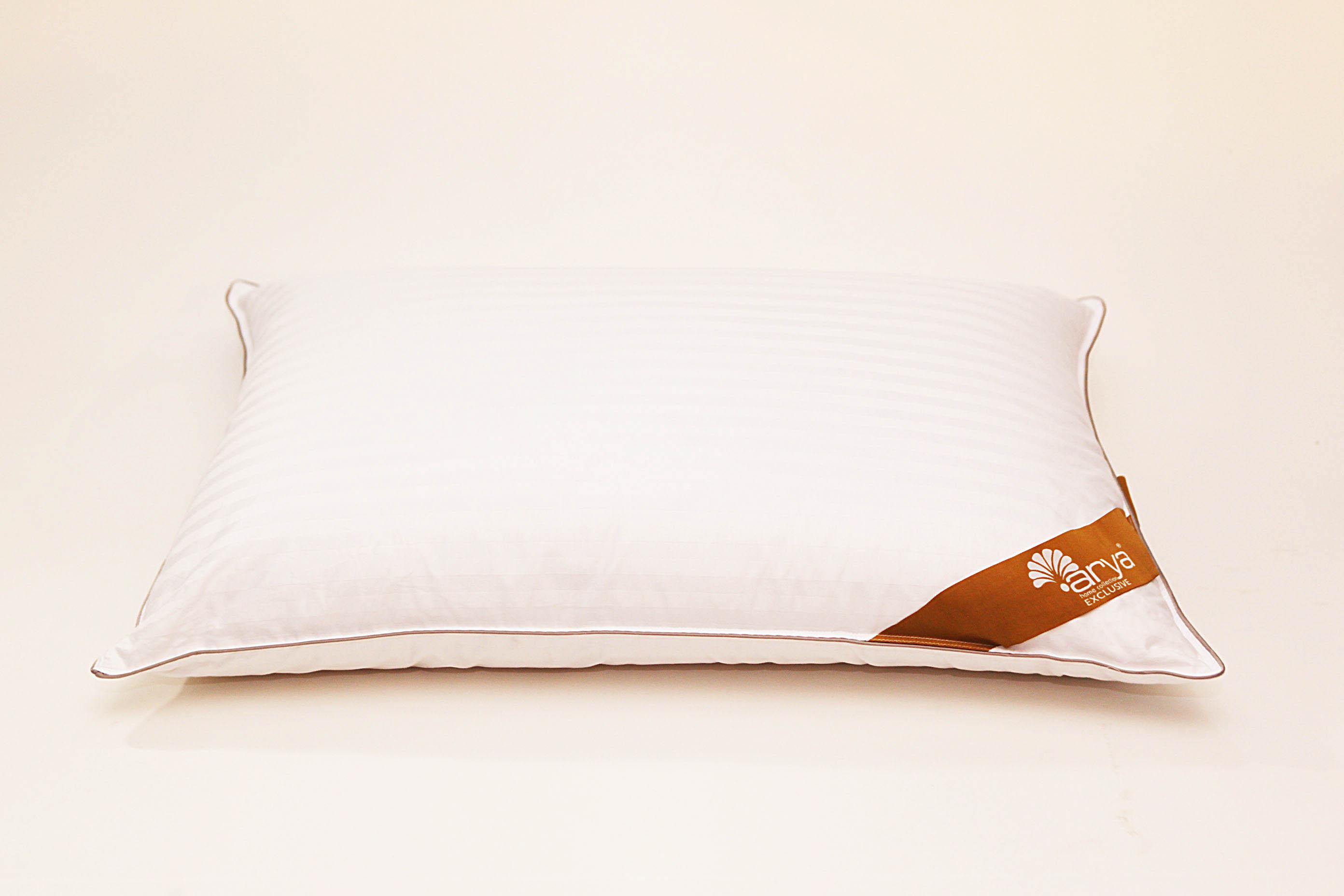 Подушка AryaПодушки<br>Подушка средняя для тех, кто спит на спине<br>Размер (см): 50х70 (1 шт) (Прямоугольная)<br><br>Наполнитель ядра: Пух-перо<br>Состав наполнителя ядра: 70% белый гусиный пух, 30% белое гусиное перо<br><br>Материал чехла: Хлопковый жаккард<br>Состав материала чехла: 100% Хлопок<br><br>Отделка: Кант<br>Застежка: Нет<br><br>Производитель: Arya<br>Cтрана производства: Турция<br>Тип Упаковки: Сумка<br>Вес: 650<br><br>Тип: подушка обычная<br>Размерность комплекта: None<br>Материал: Хлопковый жаккард<br>Размер наволочки: None<br>Подарочная упаковка: None<br>Для детей: нет<br>Ткань: Хлопковый жаккард<br>Цвет: Белый