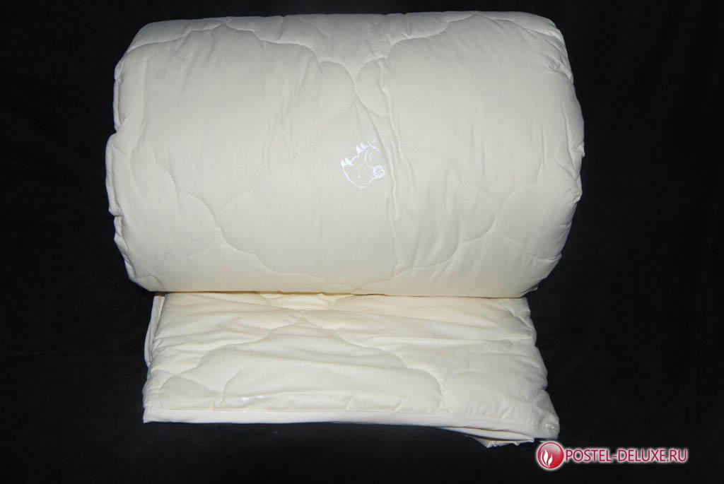 Одеяло AryaОдеяла<br>Одеяло стёганое всесезонное полутороспальное<br>Размер: 160х210 см<br><br>Наполнитель: Шерсть овечья<br>Состав: Шерсть овечья<br><br>Материал чехла: Хлопковый сатин<br>Состав: 100% Хлопок<br><br>Производитель: Arya<br>Страна производства: Турция<br>Тип Упаковки: Чемодан ПВХ<br><br>Тип: одеяло<br>Размерность комплекта: 1.5-спальное<br>Материал: Хлопковый сатин<br>Размер наволочки: None<br>Подарочная упаковка: None<br>Для детей: нет<br>Ткань: Хлопковый сатин<br>Цвет: Белый