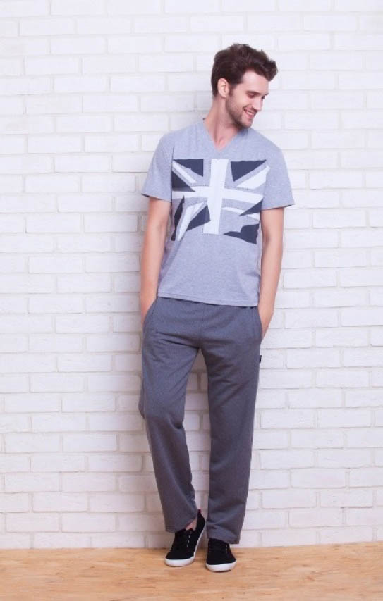 Костюмы для дома и отдыха Peache MonnaieВ комплект входит: легкая футболка с коротким рукавом и брюки из более плотного материала. Брюки имеют регулировку на шнурке, два внутренних кармана спереди и один на молнии сзади<br>Размер: M<br>Материал изделия: Трикотаж<br>Состав материала: 92% Хлопок, 8% Лайкра<br>Тип застежки: Нет<br><br>Производитель: Peache Monnaie<br>Cтрана производства: Россия-Франция<br><br>Тип: Костюмы для дома и отдыха<br>Размерность комплекта: Костюмы для дома и отдыха<br>Материал: Хлопковый трикотаж<br>Размер наволочки: None<br>Подарочная упаковка: Костюмы для дома и отдыха<br>Для детей: Костюмы для дома и отдыха<br>Ткань: Хлопковый трикотаж<br>Цвет: Серый