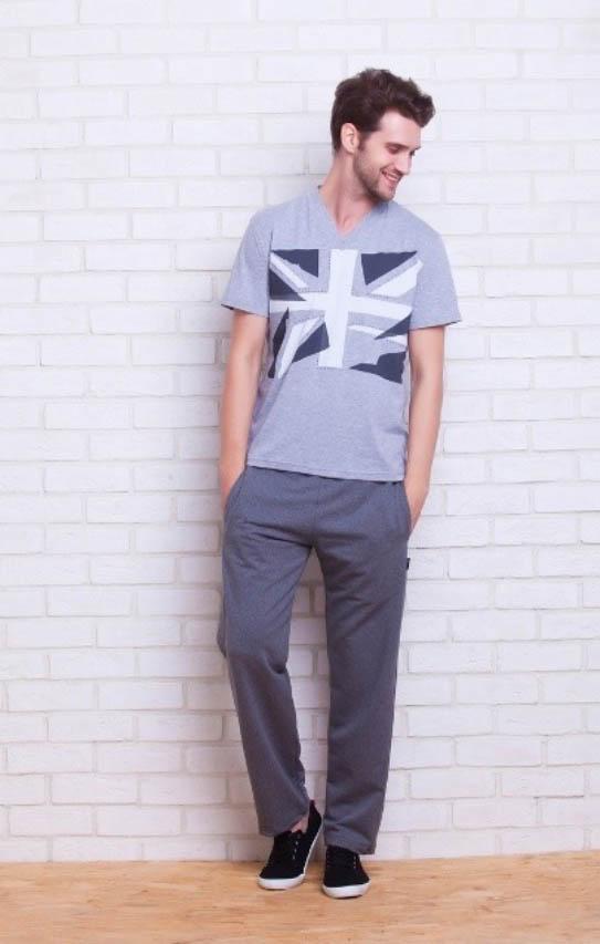 Костюмы для дома и отдыха Peache MonnaieВ комплект входит: легкая футболка с коротким рукавом и брюки из более плотного материала. Брюки имеют регулировку на шнурке, два внутренних кармана спереди и один на молнии сзади<br>Размер: xL<br>Материал изделия: Трикотаж<br>Состав материала: 92% Хлопок, 8% Лайкра<br>Тип застежки: Нет<br><br>Производитель: Peache Monnaie<br>Cтрана производства: Россия-Франция<br><br>Тип: Костюмы для дома и отдыха<br>Размерность комплекта: Костюмы для дома и отдыха<br>Материал: Хлопковый трикотаж<br>Размер наволочки: None<br>Подарочная упаковка: Костюмы для дома и отдыха<br>Для детей: Костюмы для дома и отдыха<br>Ткань: Хлопковый трикотаж<br>Цвет: Серый
