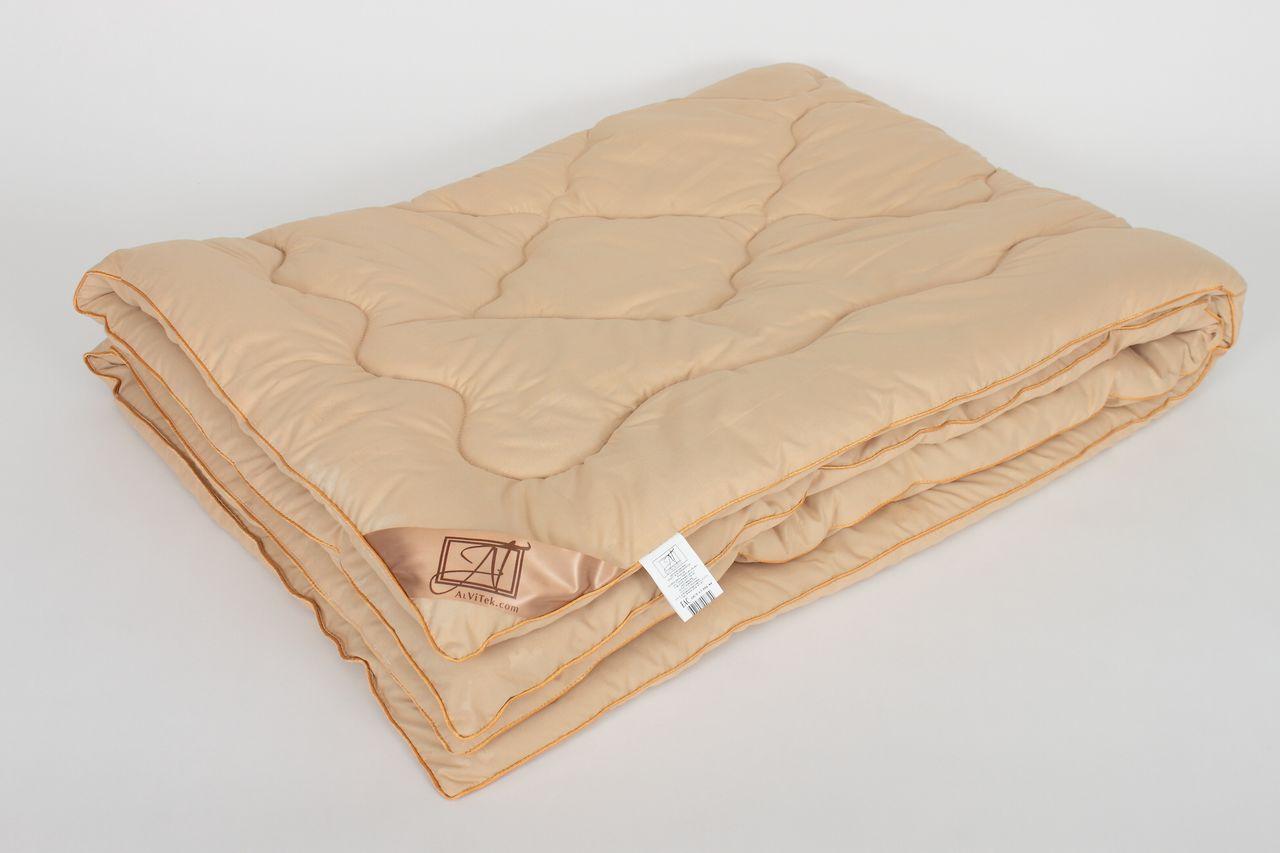 Одеяло AlViTekОдеяла<br>Одеяло стёганое тёплое полутороспальное<br>Размер: 140х205 см<br><br>Наполнитель: Верблюжья шерсть<br>Плотность наполнителя: 300 г/м2<br>Состав: Верблюжья шерсть, Полиэстер<br><br>Материал чехла: Микрофибра<br>Состав: 100% Полиэстер<br>Отделка: Кант<br><br>Производитель: AlViTek<br>Страна производства: Россия<br>Тип Упаковки: Чемодан ПВХ<br><br>Цвет чехла может отличаться от представленного на фотографии.<br><br>Тип: одеяло<br>Размерность комплекта: 1.5-спальное<br>Материал: Микрофибра<br>Размер наволочки: None<br>Подарочная упаковка: None<br>Для детей: нет<br>Ткань: Микрофибра<br>Цвет: Бежевый