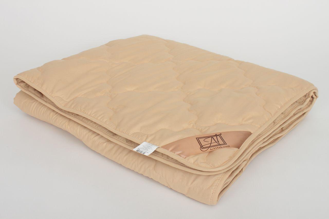 Одеяло AlViTekОдеяла<br>Одеяло стёганое лёгкое двуспальное (мал)<br>Размер: 172х205 см<br><br>Наполнитель: Верблюжья шерсть<br>Плотность наполнителя: 200 г/м2<br>Состав: Верблюжья шерсть, Полиэстер<br><br>Материал чехла: Микрофибра<br>Состав: 100% Полиэстер<br>Отделка: Кант<br><br>Производитель: AlViTek<br>Страна производства: Россия<br>Тип Упаковки: Чемодан ПВХ<br><br>Цвет чехла может отличаться от представленного на фотографии.<br><br>Тип: одеяло<br>Размерность комплекта: 2-спальное<br>Материал: Микрофибра<br>Размер наволочки: None<br>Подарочная упаковка: None<br>Для детей: нет<br>Ткань: Микрофибра<br>Цвет: Бежевый