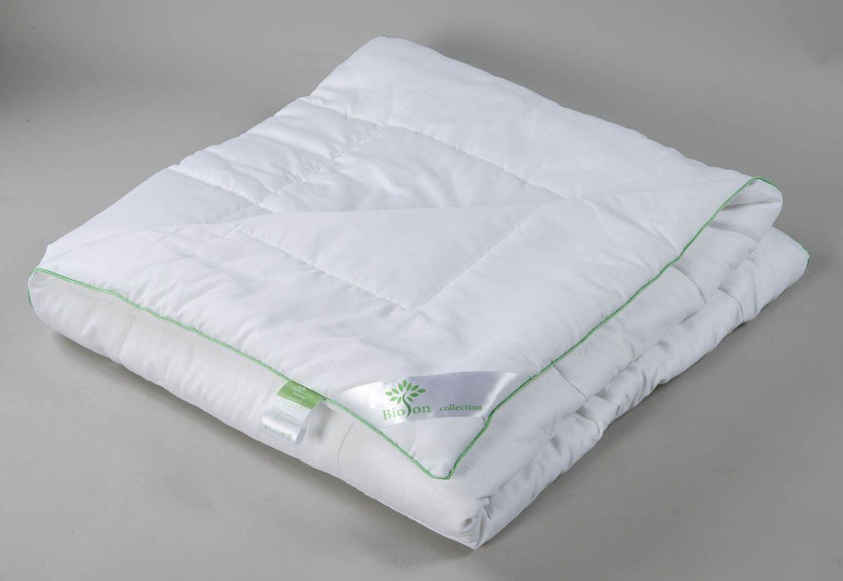 Одеяло BioSonОдеяла<br>Одеяло стёганое лёгкое полутороспальное<br>Размер: 140х205 см<br><br>Наполнитель: Бамбуковое волокно<br>Плотность наполнителя: 150 г/м2<br>Состав: 50% Бамбуковое волокно, 50% Силиконизированное волокно<br><br>Материал чехла: Хлопковый тик<br>Состав: 100% Хлопок<br>Отделка: Кант<br><br>Производитель: BioSon<br>Страна производства: Россия<br>Тип Упаковки: Чемодан ПВХ<br><br>Тип: одеяло<br>Размерность комплекта: 1.5-спальное<br>Материал: Хлопковый тик<br>Размер наволочки: None<br>Подарочная упаковка: None<br>Для детей: нет<br>Ткань: Хлопковый тик<br>Цвет: Белый