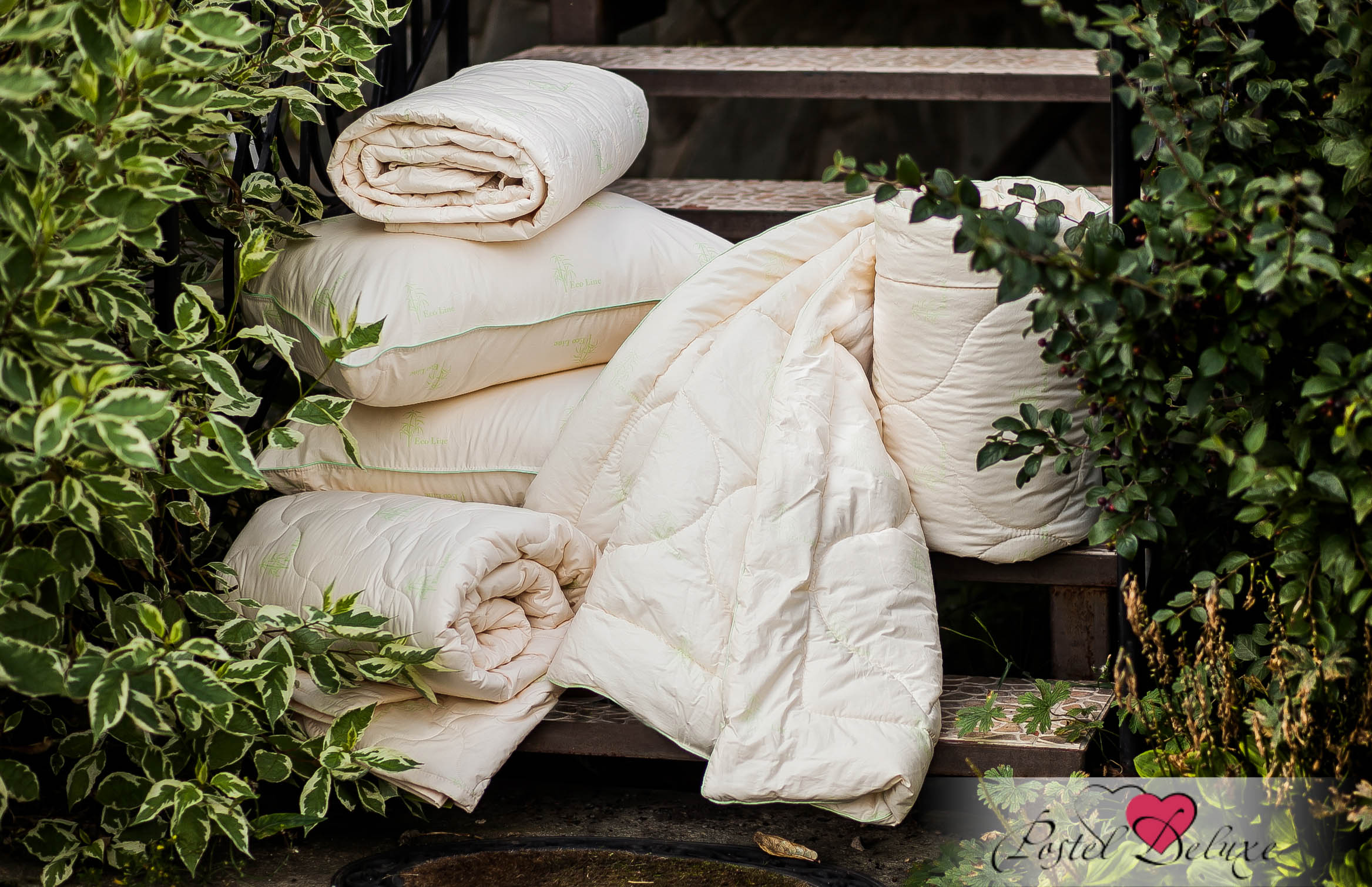Одеяло La PrimaОдеяла<br>Одеяло стёганое лёгкое двуспальное (мал)<br>Размер: 170х205 см<br><br>Наполнитель: Бамбуковое волокно<br>Плотность наполнителя: 150 г/м2<br>Состав: 40% Бамбук, 60% Полиэфирное волокно<br><br>Материал чехла: Хлопковый тик<br>Состав: 100% Хлопок<br>Отделка: Кант<br><br>Производитель: La Prima<br>Страна производства: Россия<br>Тип Упаковки: Чемодан ПВХ<br><br>Тип: одеяло<br>Размерность комплекта: 2-спальное<br>Материал: Хлопковый тик<br>Размер наволочки: None<br>Подарочная упаковка: None<br>Для детей: нет<br>Ткань: Хлопковый тик<br>Цвет: Бежевый