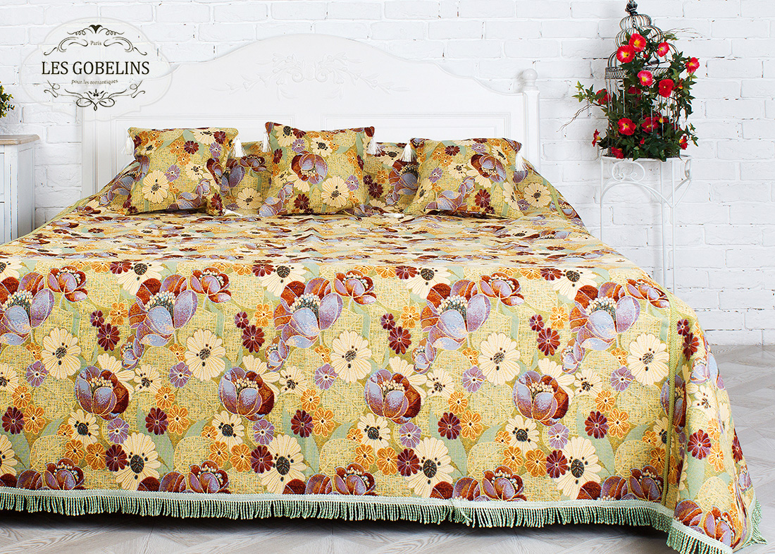где купить  Покрывало Les Gobelins Покрывало на кровать Fantaisie (220х220 см)  по лучшей цене