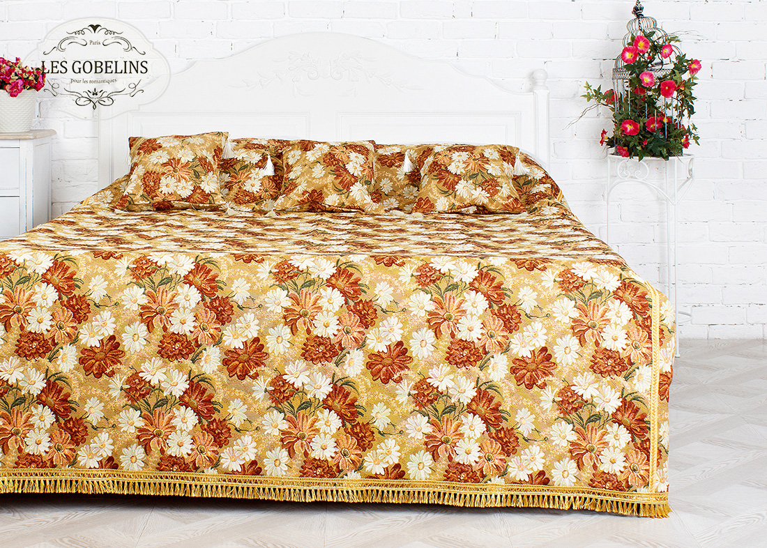 где купить  Покрывало Les Gobelins Покрывало на кровать Il aime degouts (240х230 см)  по лучшей цене