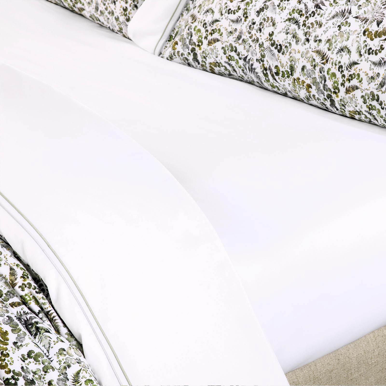 где купить  Простыни Togas Простыня на резинке Люсиль Цвет: Белый (200х200)  по лучшей цене