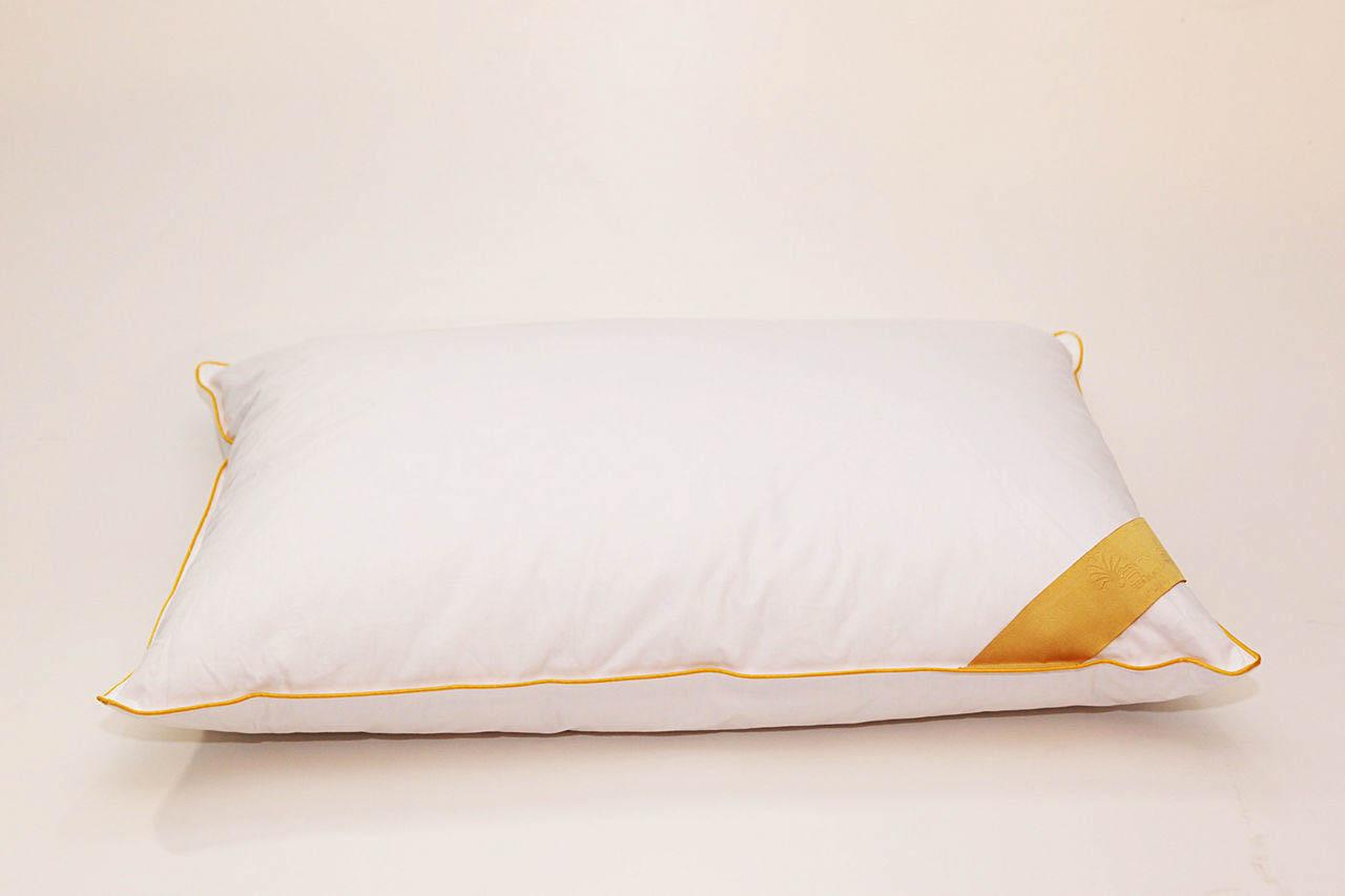 Подушка AryaПодушки<br>Подушка средняя для тех, кто спит на спине<br>Размер (см): 50х70 (1 шт) (Прямоугольная)<br><br>Наполнитель ядра: Пух-перо<br>Состав наполнителя ядра: 30% белый гусиный пух, 70% белое гусиное перо<br><br>Материал чехла: Хлопковый сатин<br>Состав материала чехла: 100% Хлопок<br><br>Отделка: Кант<br>Застежка: Нет<br><br>Производитель: Arya<br>Cтрана производства: Турция<br>Тип Упаковки: Сумка<br>Вес: 1000<br><br>Тип: подушка обычная<br>Размерность комплекта: None<br>Материал: Хлопковый сатин<br>Размер наволочки: None<br>Подарочная упаковка: None<br>Для детей: нет<br>Ткань: Хлопковый сатин<br>Цвет: Белый